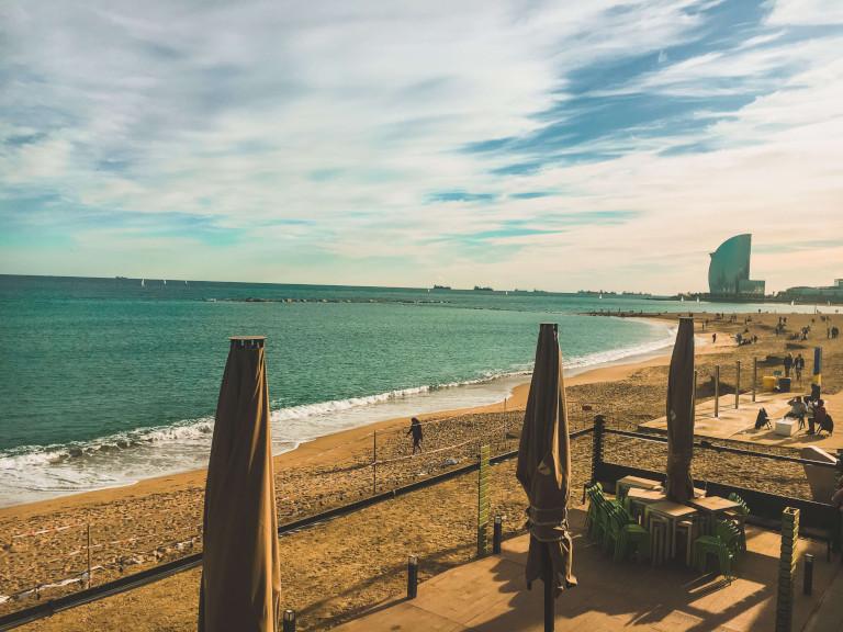 Le spiagge della Barceloneta, con l'Hotel Vela sullo sfondo