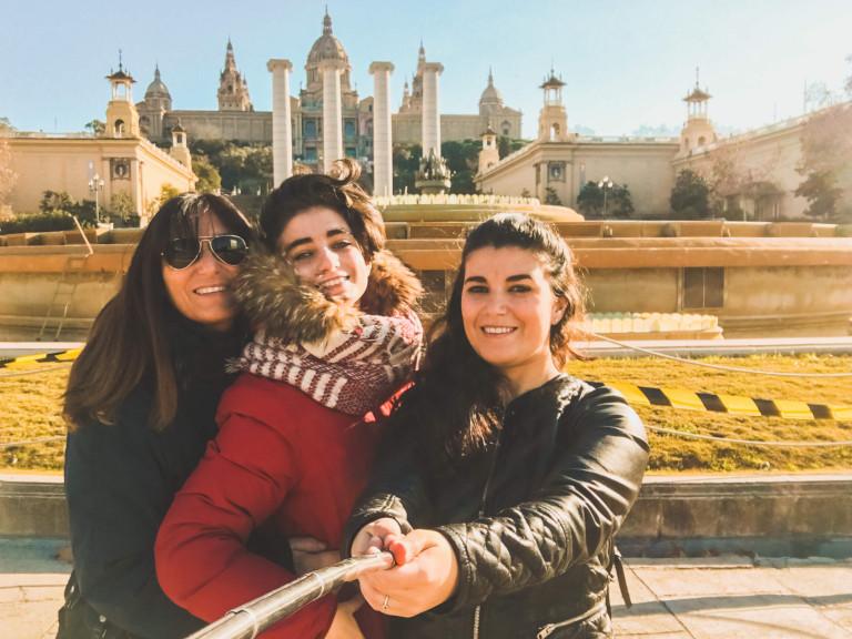 Io, mamma e mia sorella ai piedi del Montjuic