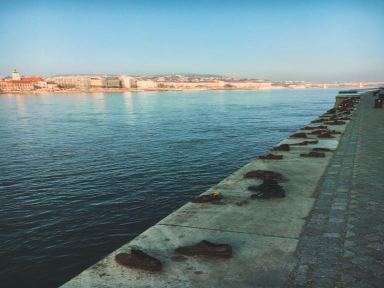 Le scarpe sulla rive del Danubio, memoriale per ricordare le vittime dell'Olocausto della Seconda Guerra Mondiale