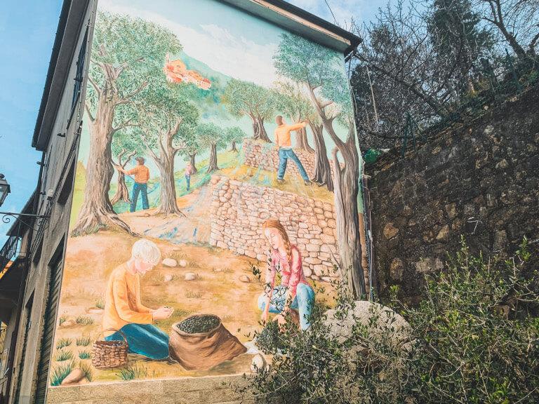 Murales all'ingresso di Valloria