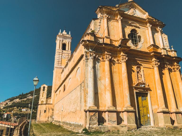 Cosa vedere a Castellaro se non la sua chiesa parrocchiale?