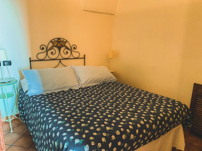 La camera da letto dell'appartamento Grande Pino