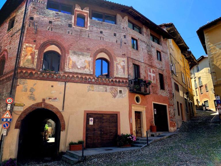 Edificio del borgo di Avigliana